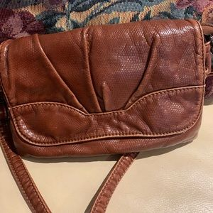 Cross body brown leather purse